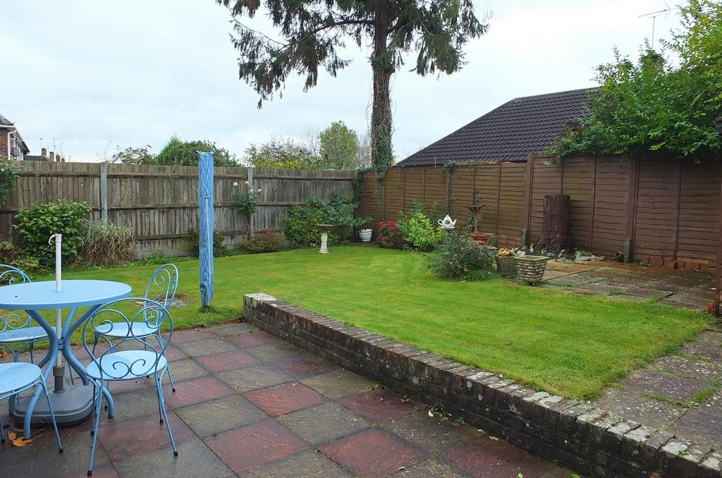 2 Bedrooms Bungalow for sale in Hanbury Lane, Haywards Heath, RH16