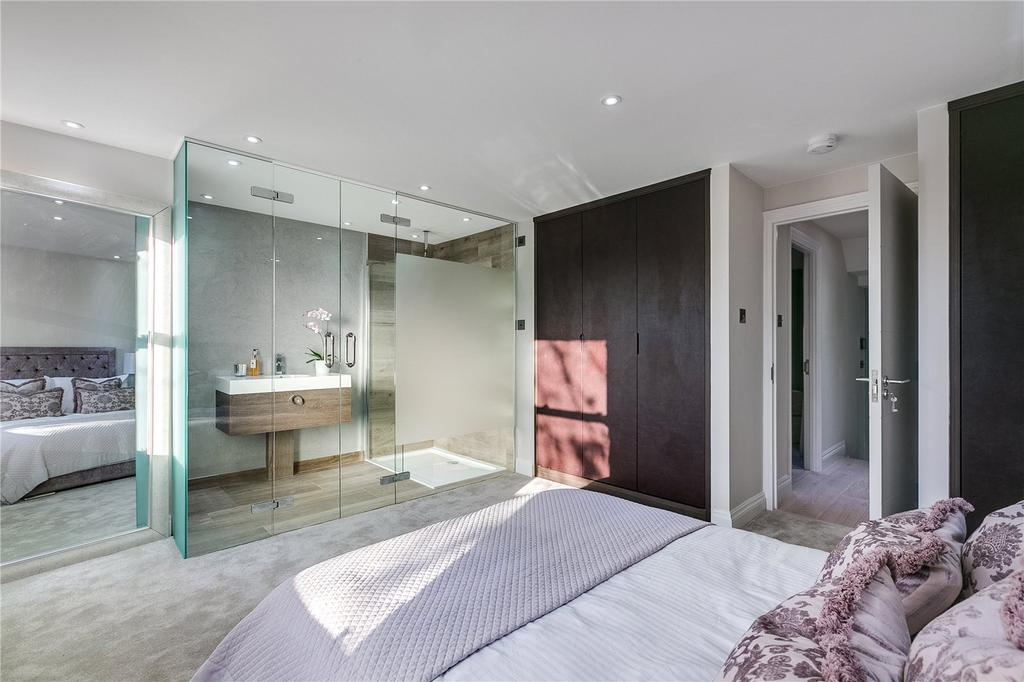 2 Bedrooms Flat for sale in Homestead Road, Fulham, London