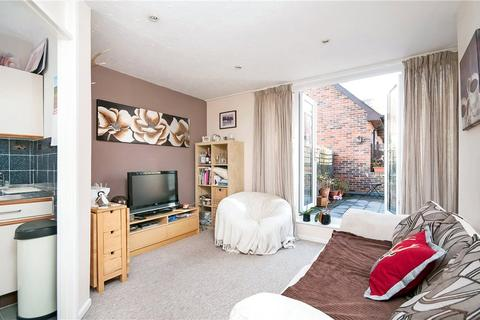 1 bedroom flat to rent - Bilberry Court, Staple Gardens, Winchester, Hampshire, SO23