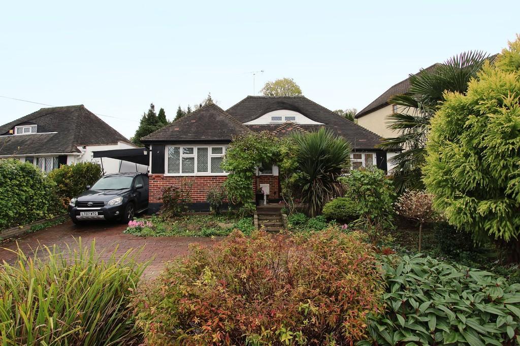 3 Bedrooms Detached House for sale in Hillside, Banstead