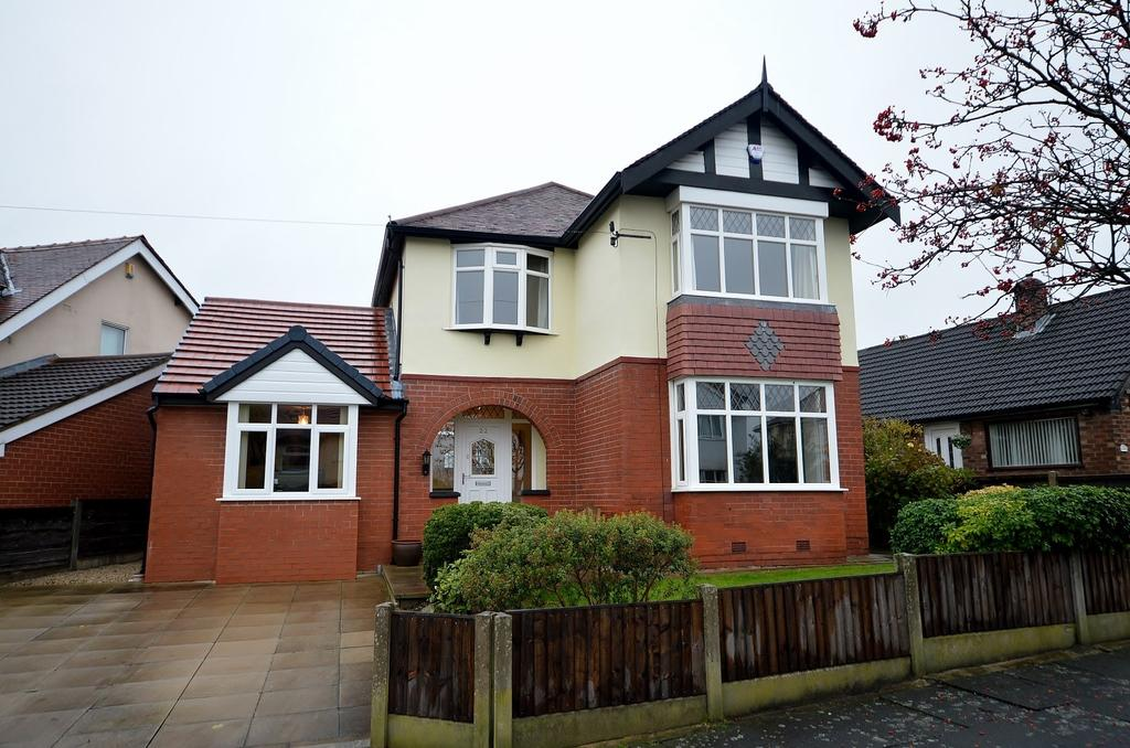4 Bedrooms Detached House for sale in The Drive, Bredbury
