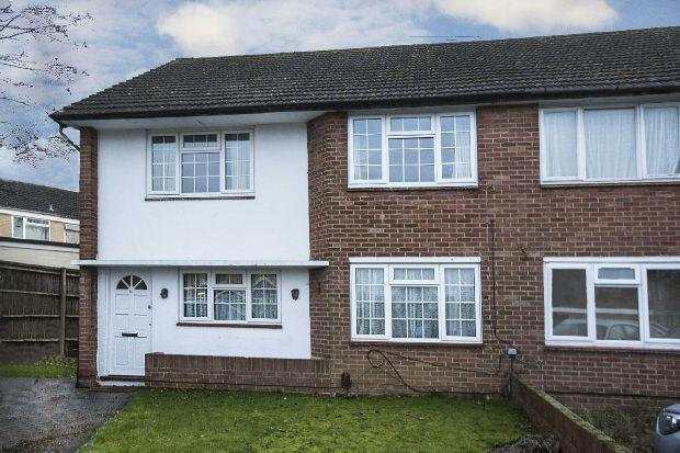 2 Bedrooms Maisonette Flat for sale in Flaxman Close, Earley, Reading