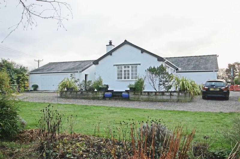 3 Bedrooms Bungalow for sale in Caeathro, Gwynedd