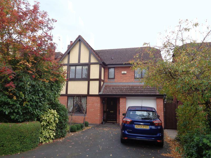 4 Bedrooms Detached House for sale in Fairwater Close, Evesham