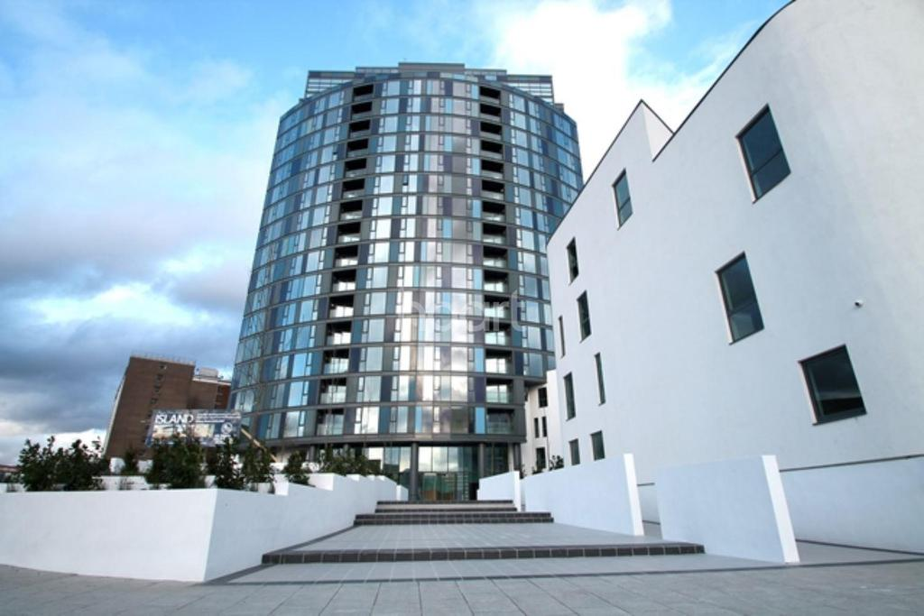 2 Bedrooms Flat for sale in Apartment 14 - The Island