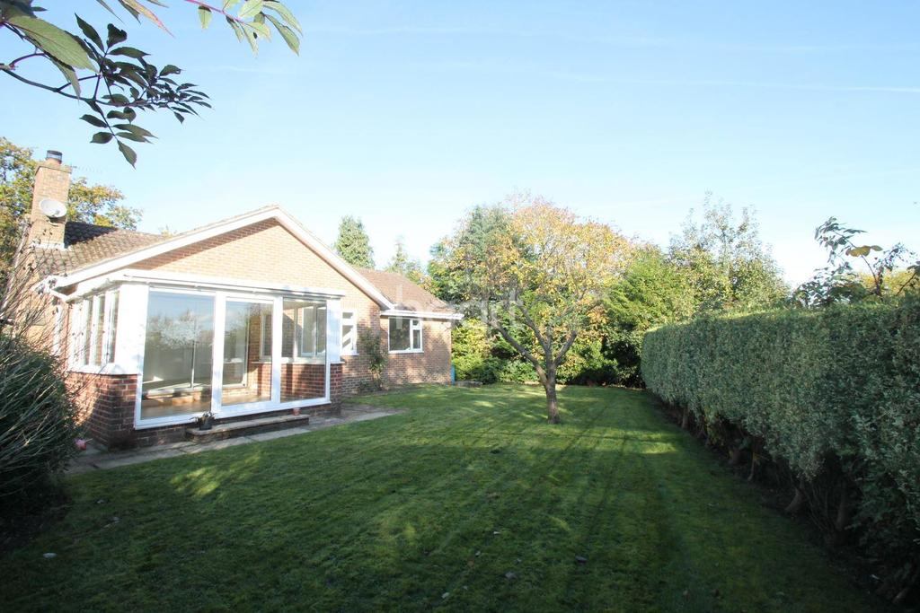 2 Bedrooms Bungalow for sale in Tilmore Road, Petersfield, Hampshire