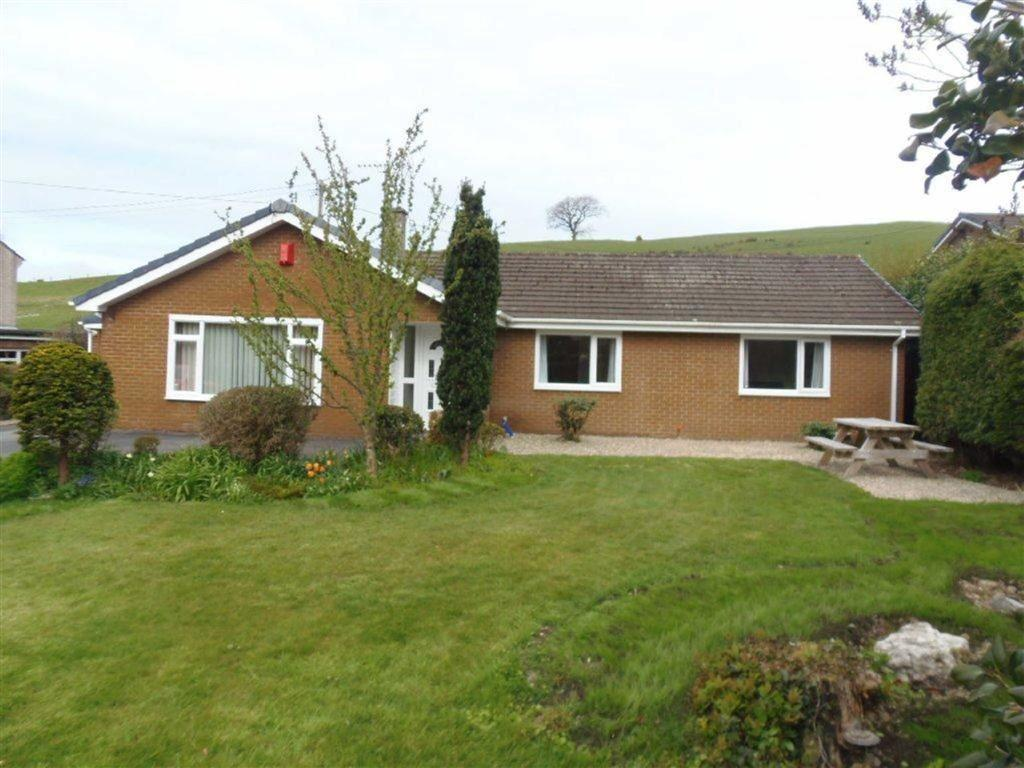 4 Bedrooms Detached Bungalow for sale in Cwmcerwyn, Talybont, Nr Aberystwyth, Ceredigion, SY24