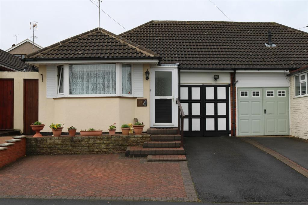 2 Bedrooms Semi Detached Bungalow for sale in Laurel Avenue, Polesworth, Tamworth