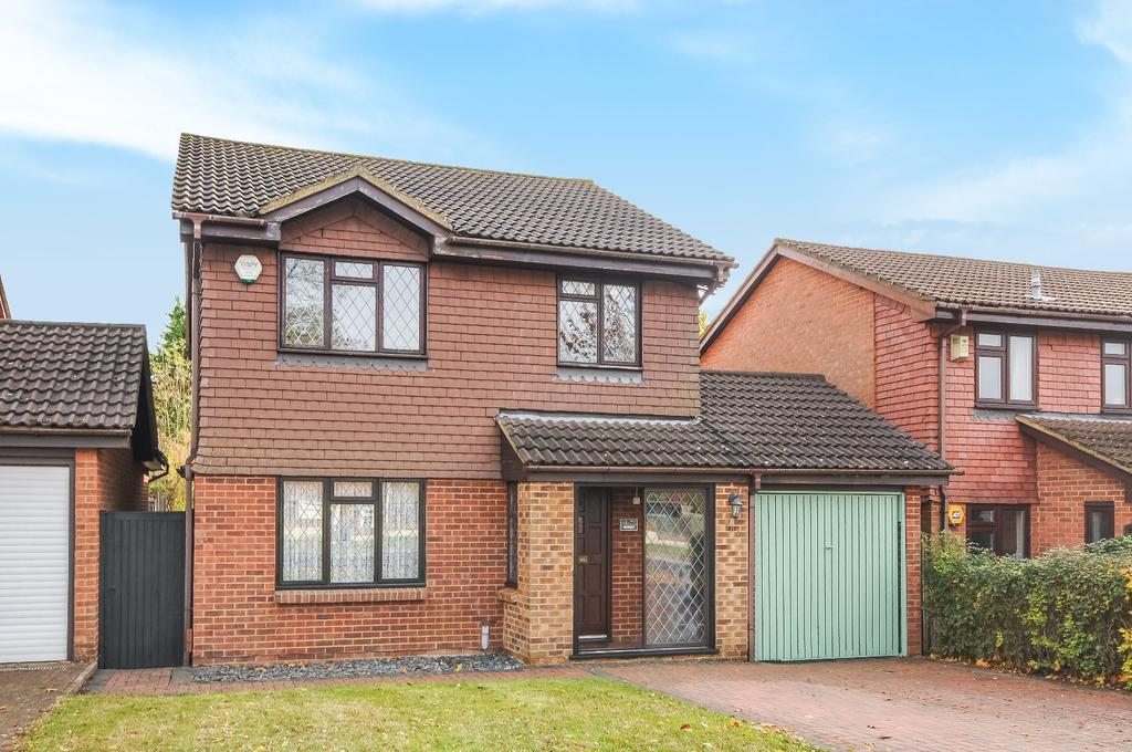 4 Bedrooms Detached House for sale in The Highway Orpington BR6