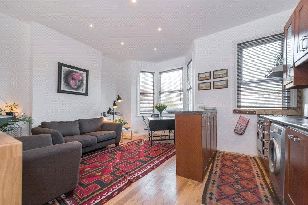 2 Bedrooms Flat for sale in Clifton Road, London, NW10