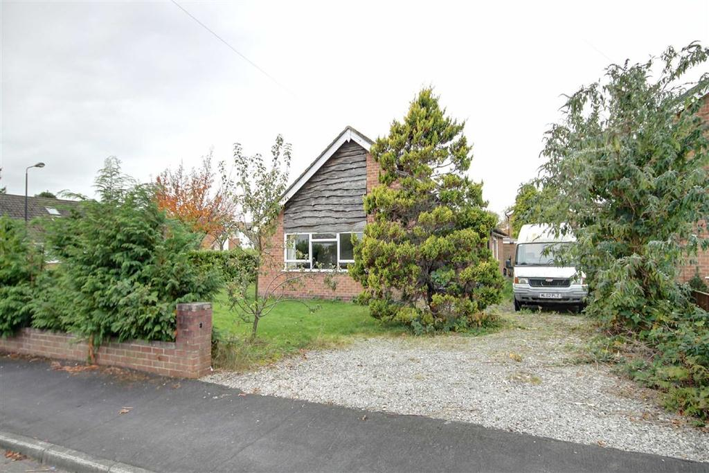 3 Bedrooms Detached Bungalow for sale in Riddings Court, Timperley, Cheshire