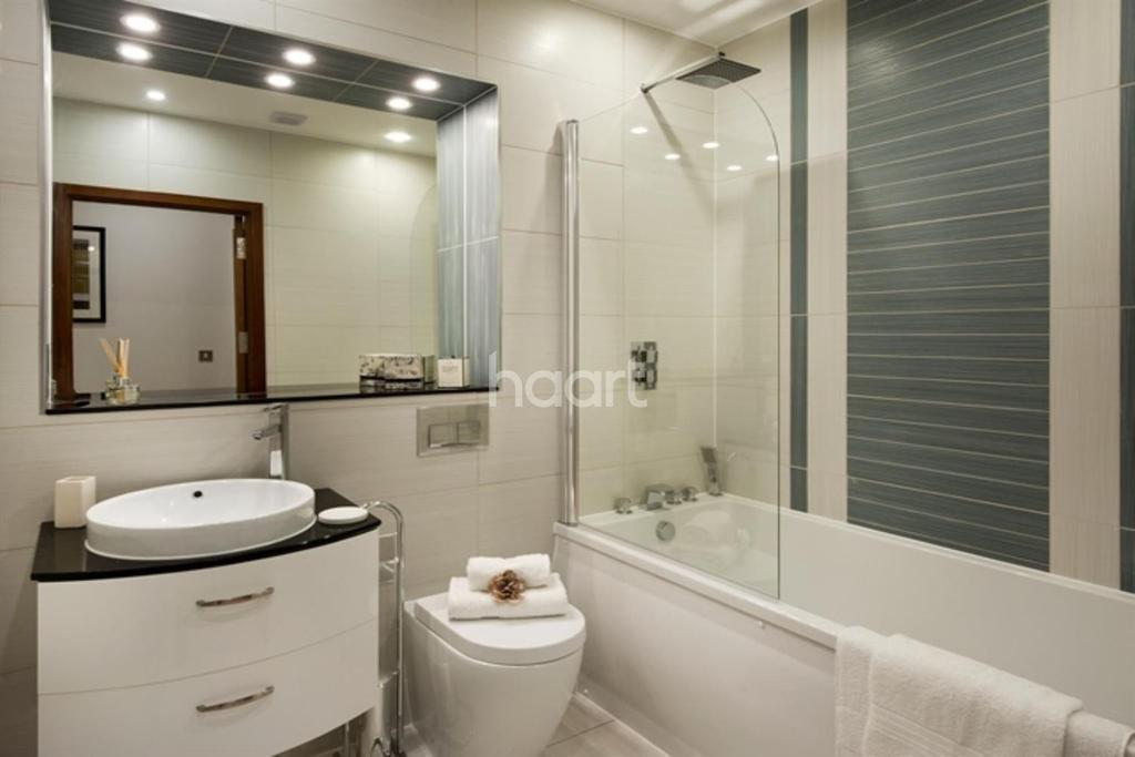 2 Bedrooms Flat for sale in Apartment 155 - The Island