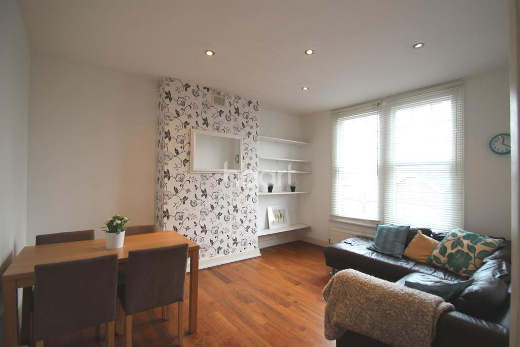 2 Bedrooms Flat for sale in Walm Lane, NW2