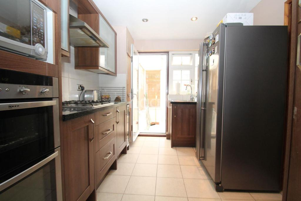 3 Bedrooms Terraced House for sale in Cairns Close, Dartford, DA1