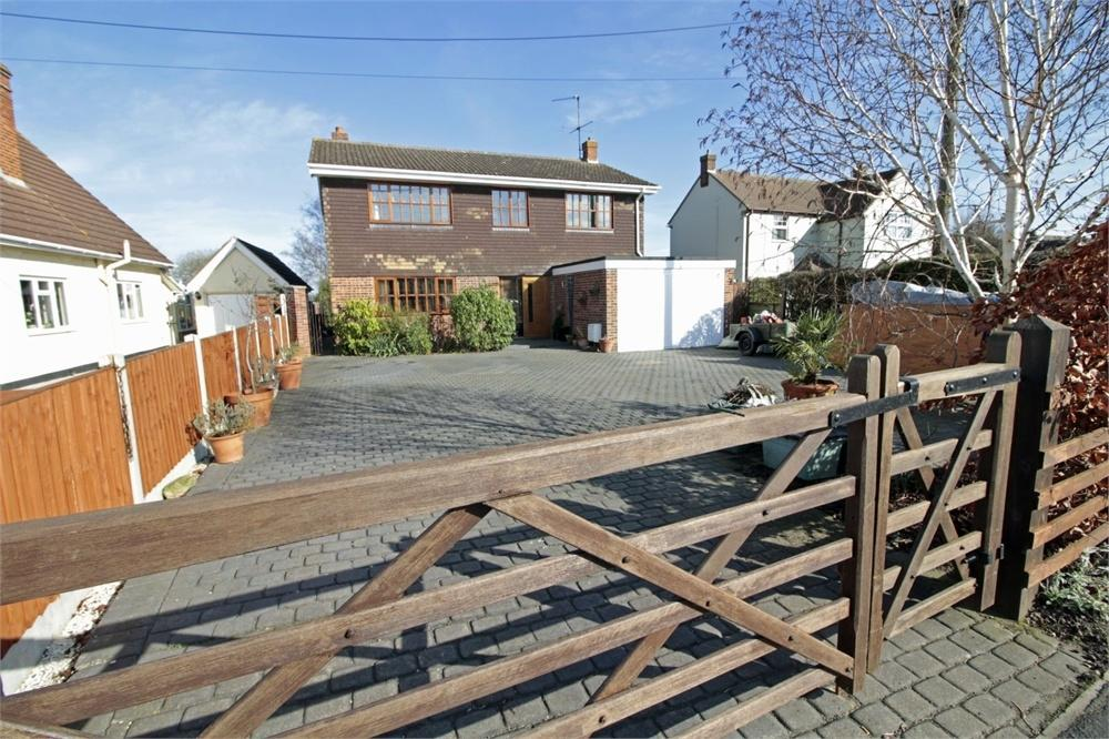 4 Bedrooms Detached House for sale in Grove Road, Tiptree, Essex