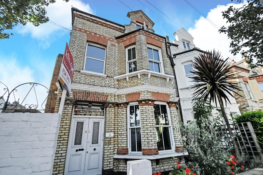 1 Bedroom Flat for sale in Cromford Road, Wandsworth, SW18
