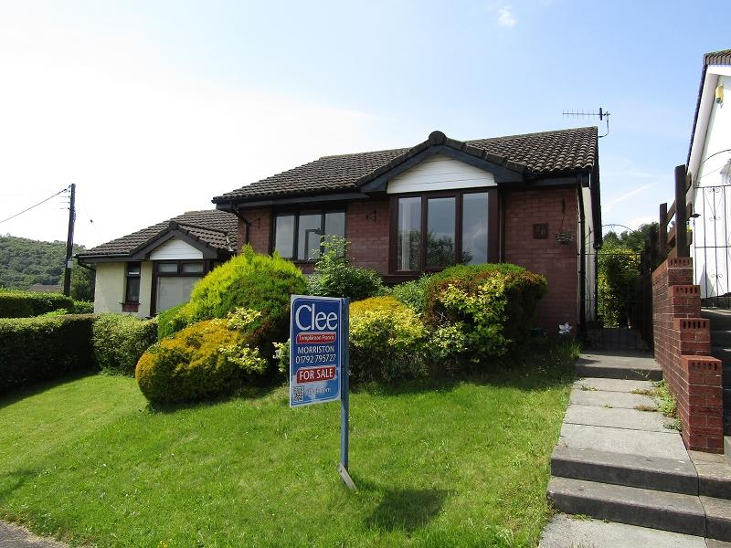 2 Bedrooms Semi Detached Bungalow for sale in Brunner Drive, Clydach, Swansea.