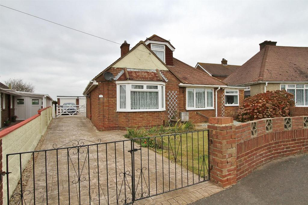 3 Bedrooms Detached Bungalow for sale in Farm Hill, Woodingdean