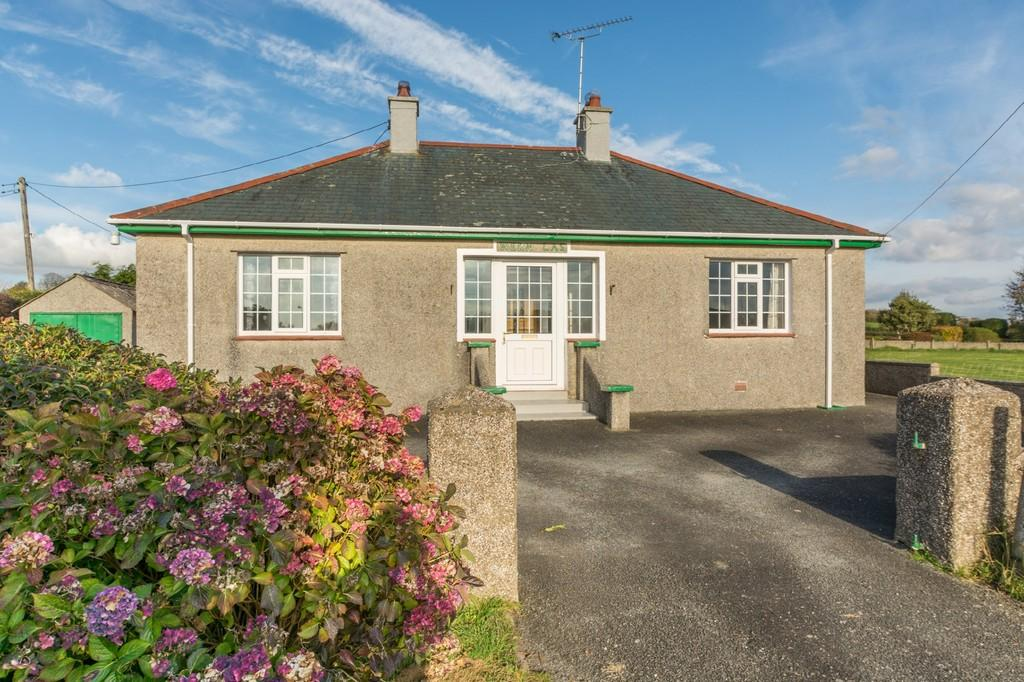 2 Bedrooms Detached Bungalow for sale in Efailnewydd, Pwllheli, North Wales