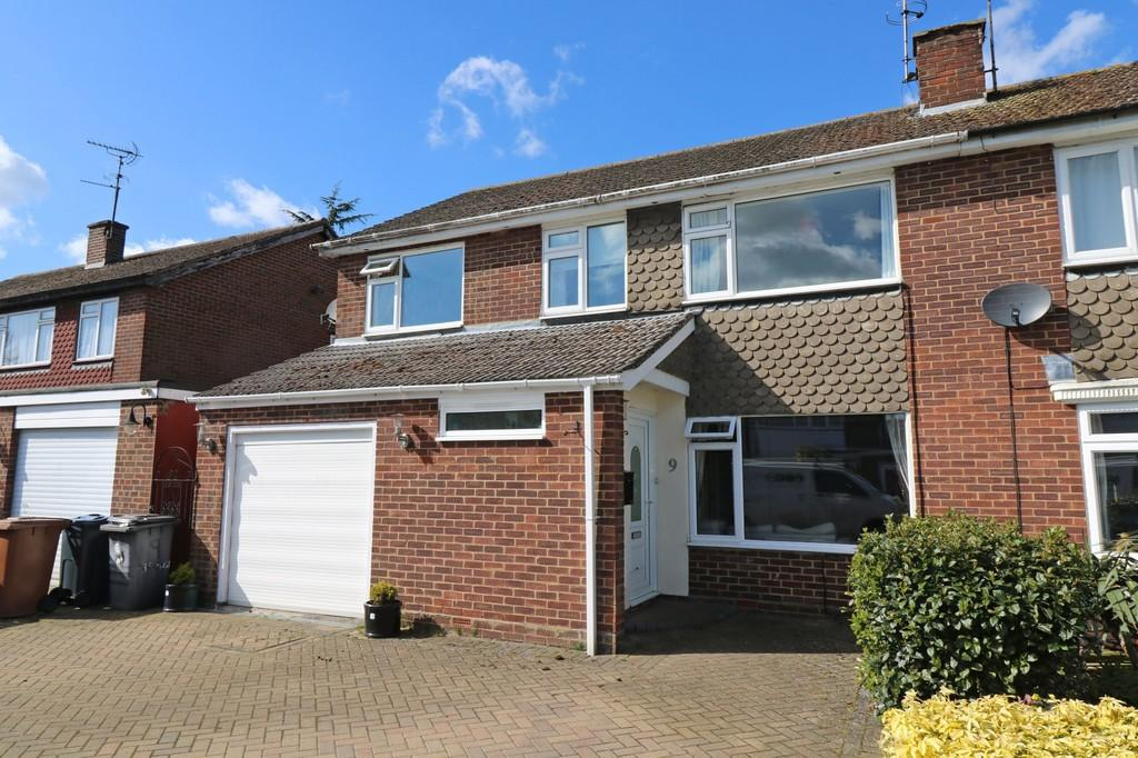 4 Bedrooms Semi Detached House for sale in The Moat, Puckeridge