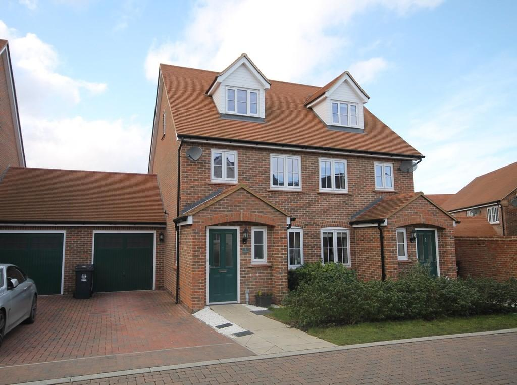 3 Bedrooms Semi Detached House for sale in Farm Close, Ware