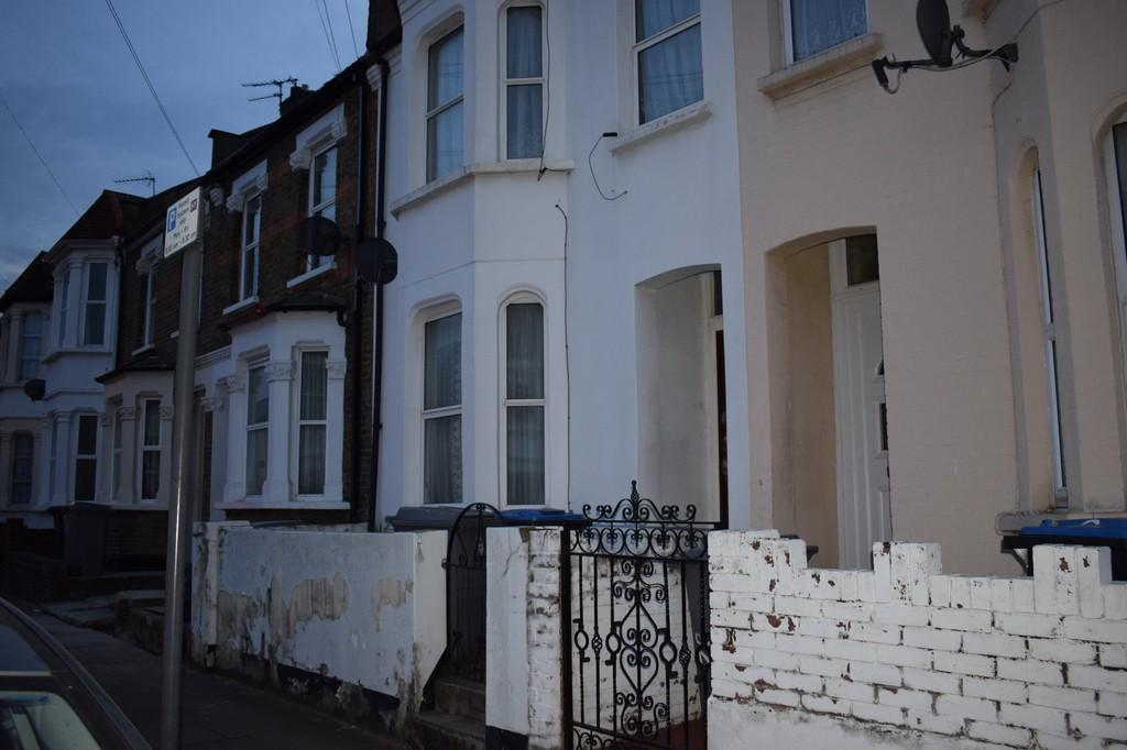 3 Bedrooms Terraced House for sale in Brownlow Road, London