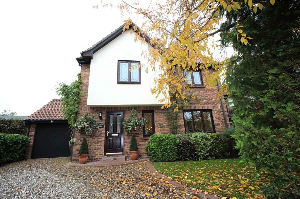4 Bedrooms Detached House for sale in Silvermere, Langdon Hills, Essex, SS16