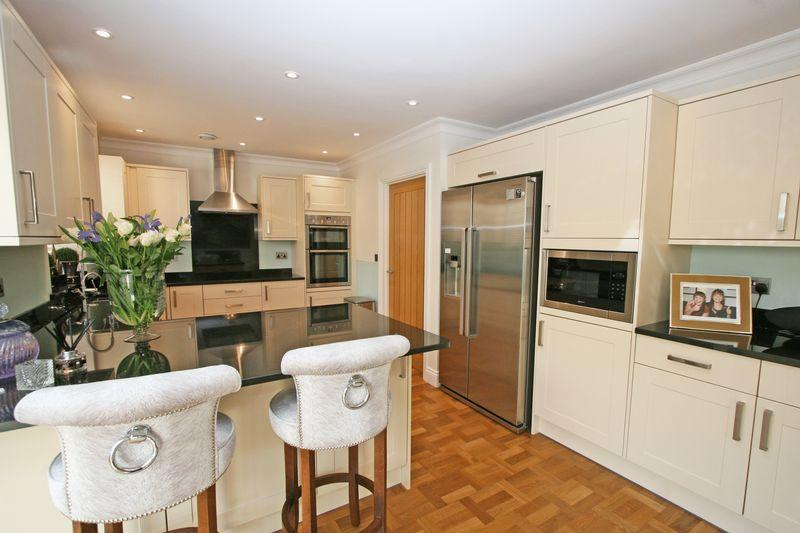 4 Bedrooms Detached House for sale in Spring Lane, Farnham Royal, Buckinghamshire, SL2