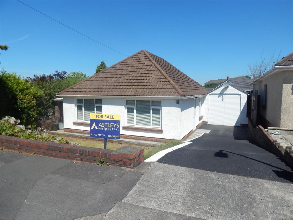 3 Bedrooms Detached Bungalow for sale in Cefn Saeson Road, Birchgrove, Swansea