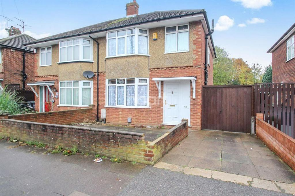3 Bedrooms Semi Detached House for sale in Sought After In Stopsley Village