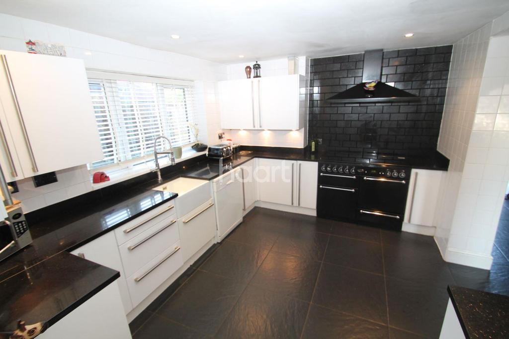 4 Bedrooms Semi Detached House for sale in Granby Crescent