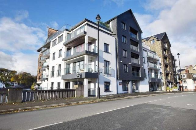 3 Bedrooms Apartment Flat for sale in Quay West, Douglas, IM1 5AG