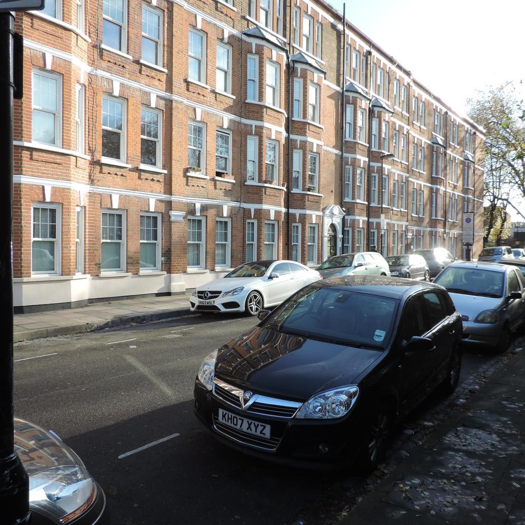 3 Bedrooms Flat for sale in Morgan Road, Morgan Mansions, London N7