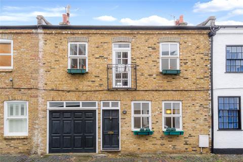 2 bedroom mews to rent - Ernshaw Place, Putney, London