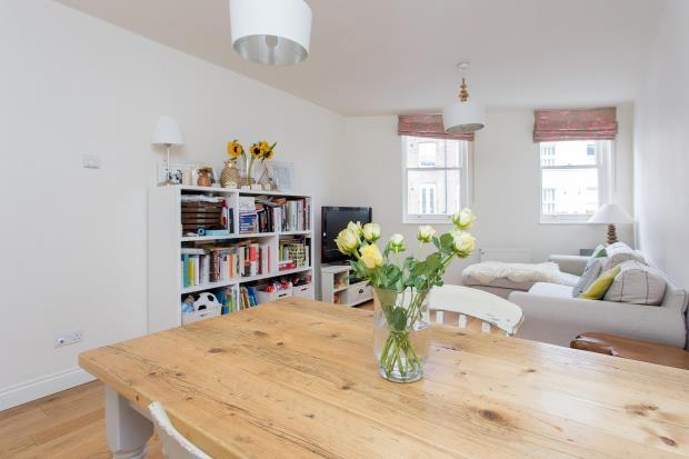 2 Bedrooms House for sale in Grafton Road, Kentish Town, London, NW5