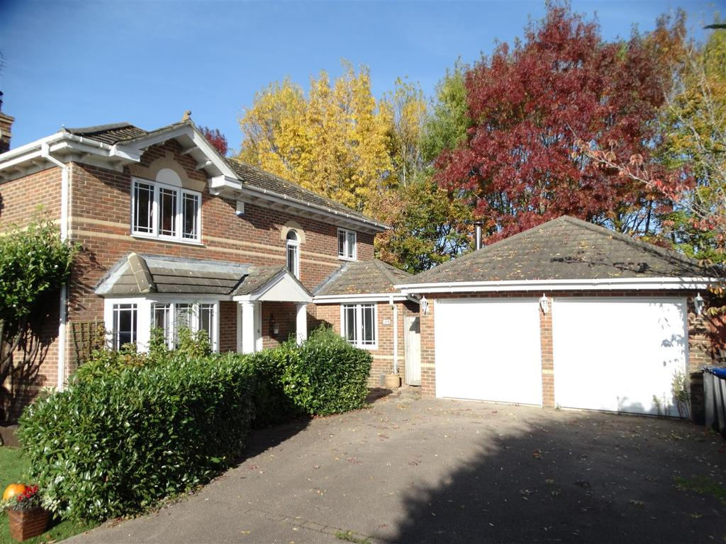 4 Bedrooms Detached House for sale in Bramble Gardens, Burgess Hill