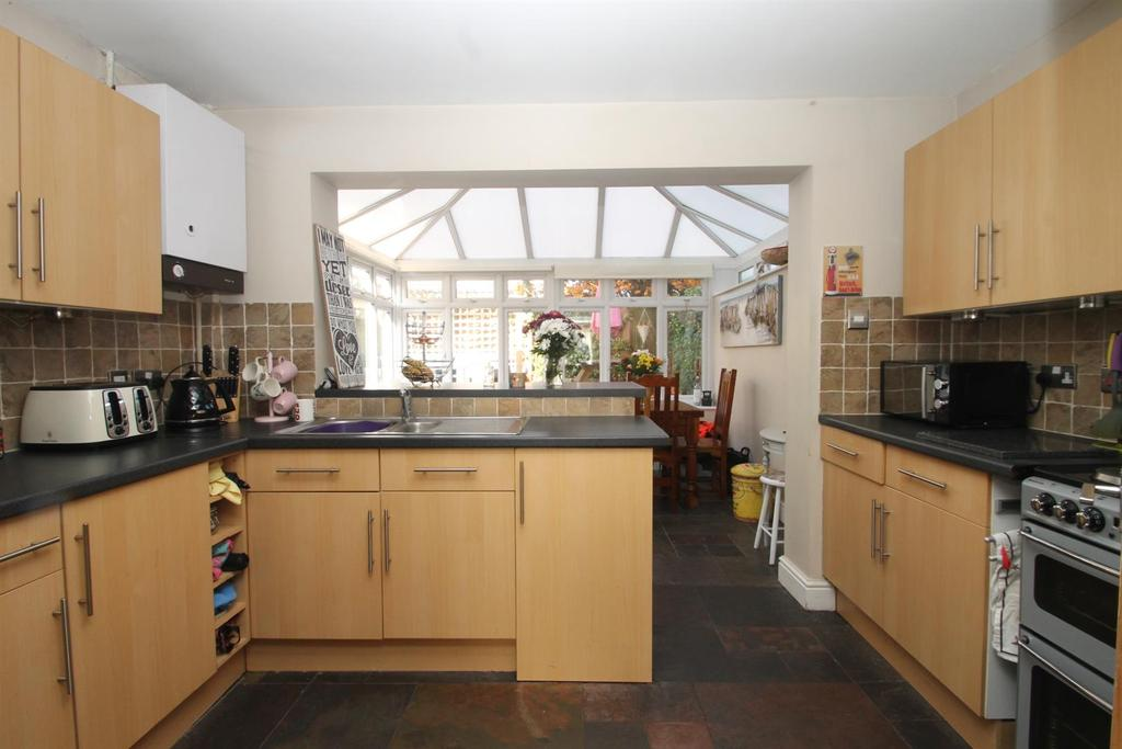 2 Bedrooms End Of Terrace House for sale in Sherbourne Drive, Maidstone