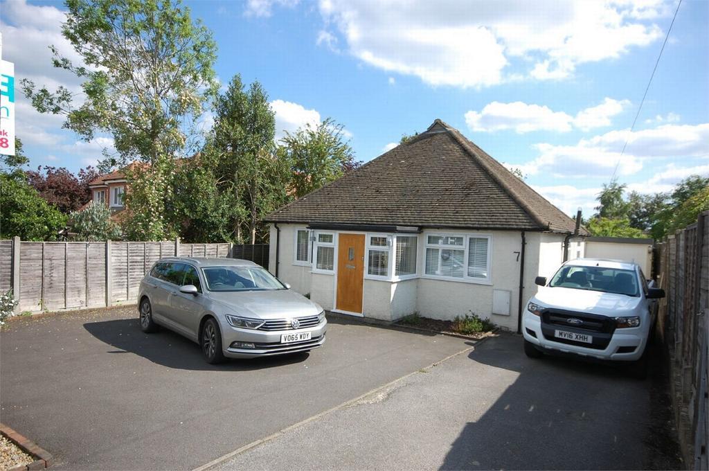 3 Bedrooms Detached Bungalow for sale in FARNHAM, Surrey