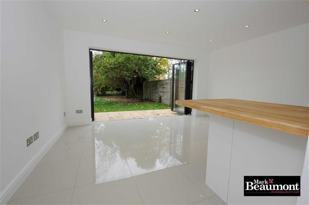 2 Bedrooms Flat for sale in Beechfield Road, Catford, London