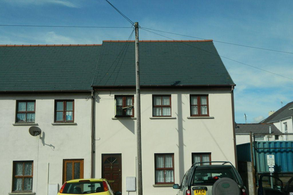 3 Bedrooms Semi Detached House for sale in Albion Square, Pembroke Dock, SA72 6XE