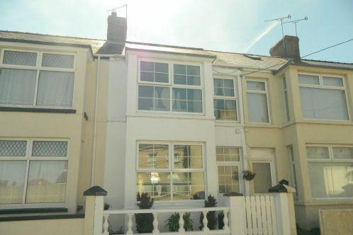 3 Bedrooms Terraced House for sale in Starbuck Road, Milford Haven, SA73 2BB