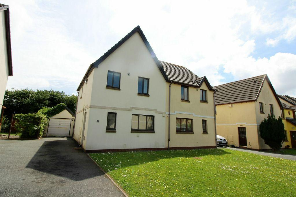 3 Bedrooms Semi Detached House for sale in Honeyborough Grove, Neyland, SA73 1TQ