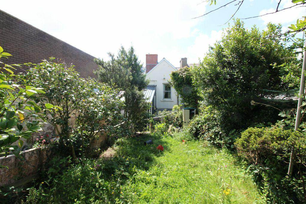2 Bedrooms Maisonette Flat for sale in Robert Street, Milford Haven, SA73 2DJ