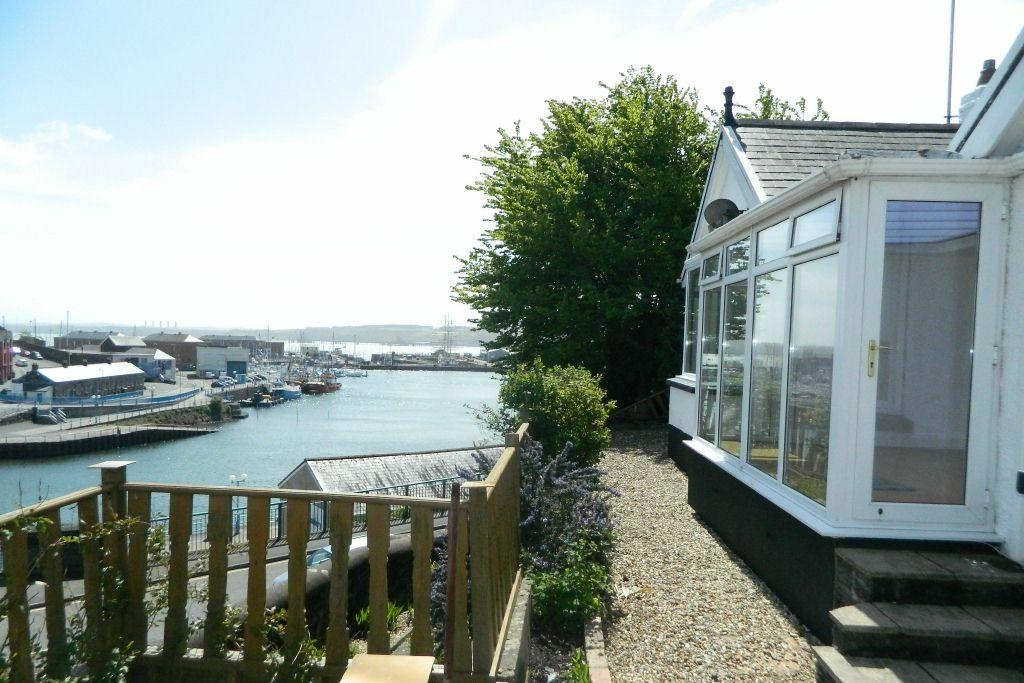 3 Bedrooms Detached Bungalow for sale in Hillcrest, St Annes Road, Milford Haven, SA73 3LG