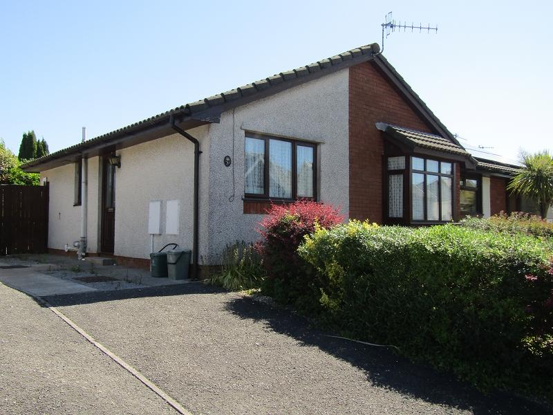 3 Bedrooms Semi Detached Bungalow for sale in Ramsey Road, Clydach, Swansea.