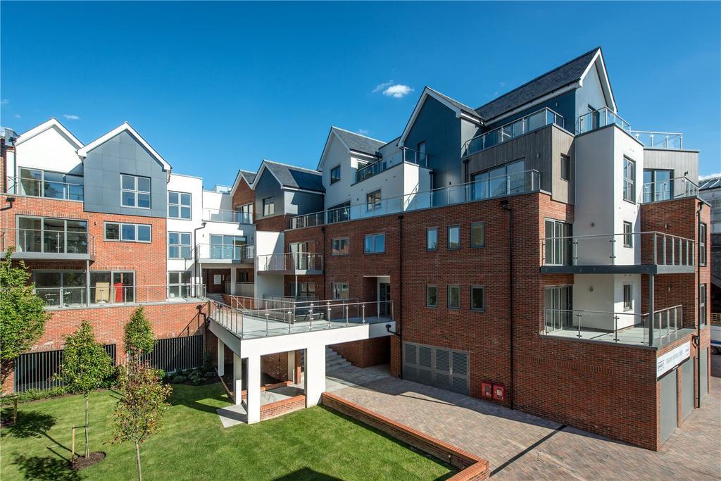 2 Bedrooms Flat for sale in Bridgewater Lodge, Curfew Yard, Thames Street, Windsor, Berkshire, SL4