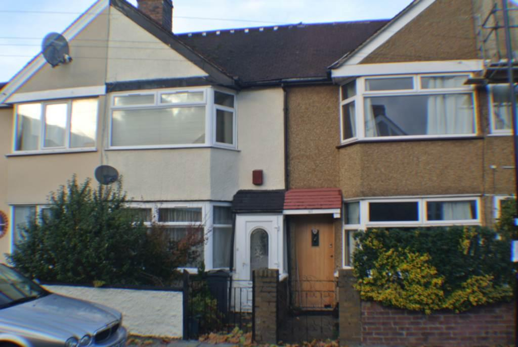 2 Bedrooms House for sale in Saxon Avenue, Hanworth, TW13