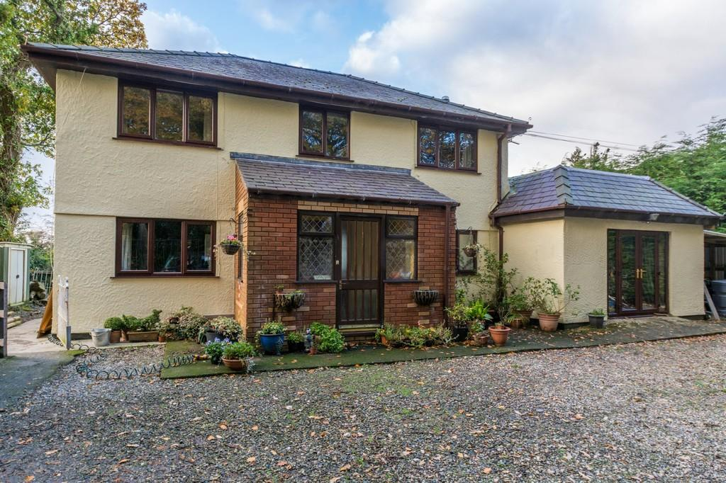 4 Bedrooms Detached House for sale in Coed Elan, Llanrug, North Wales