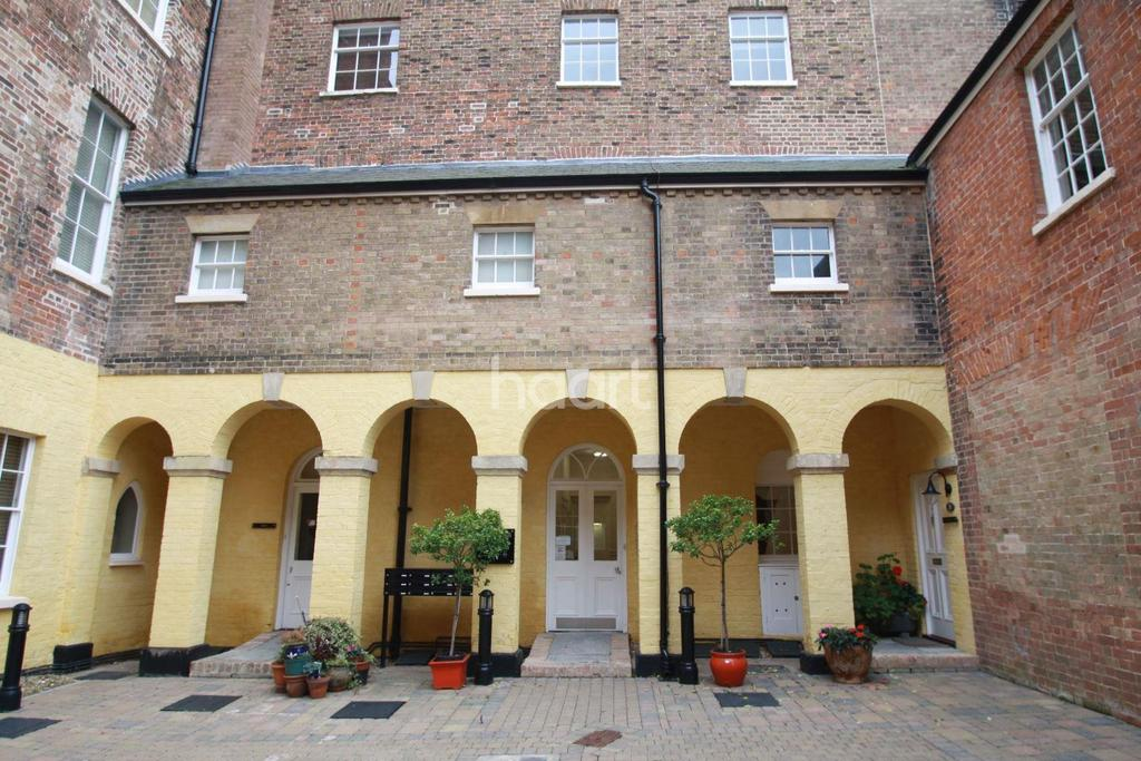 2 Bedrooms Flat for sale in Annecy Court, Taunton