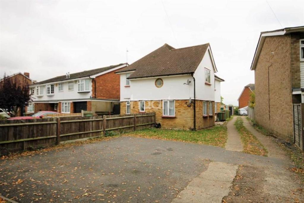 2 Bedrooms Maisonette Flat for sale in Benhill Wood Road, Sutton, SM1